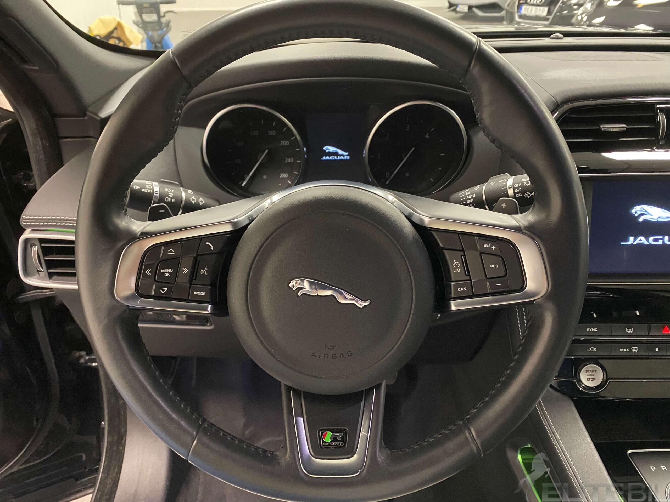 Jaguar F-Pace R-Sport (13)